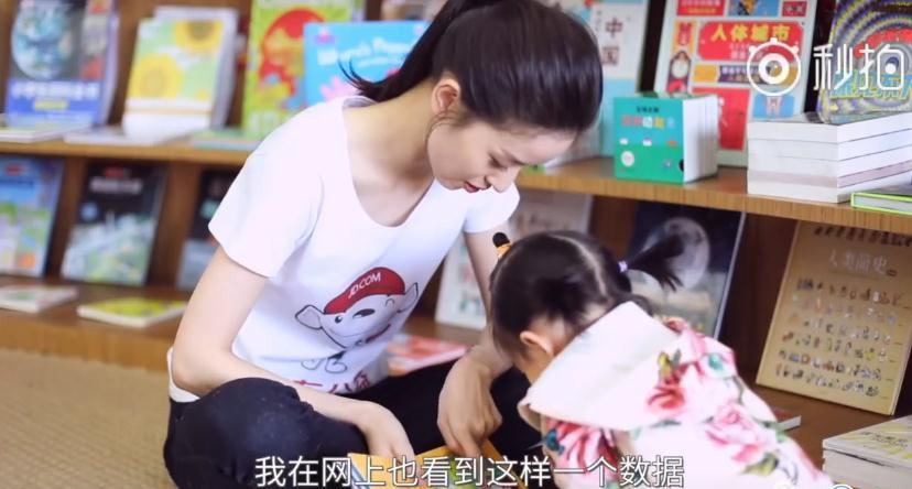 奶茶妹妹晒女儿做公益 像刘强东?