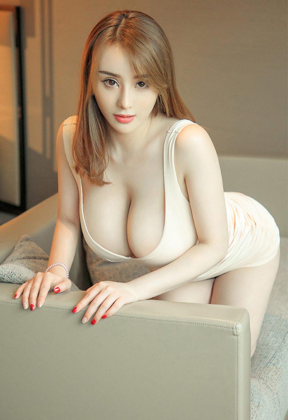 丰腴女神Vichy精选写真相册