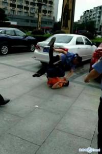 6名城管围殴学生 无法无天!