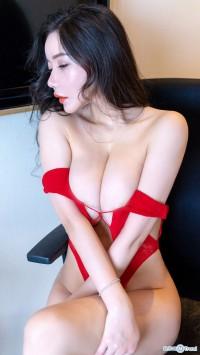 李妍曦熟女床照 VS 易阳Silvia巨乳私拍:露胸无遮掩无圣光全集