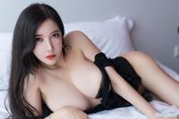 性感熟女李妍曦艳照 VS 巨乳美女黄楽然床照